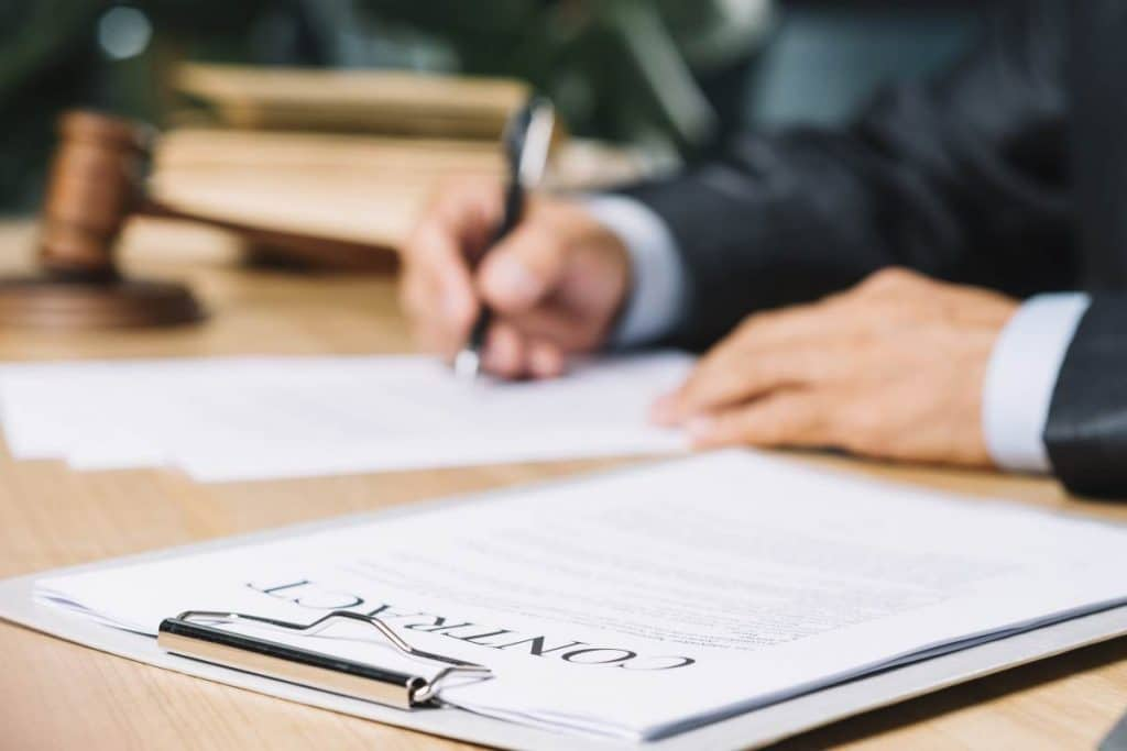 contract signing| How to choose a conveyancer