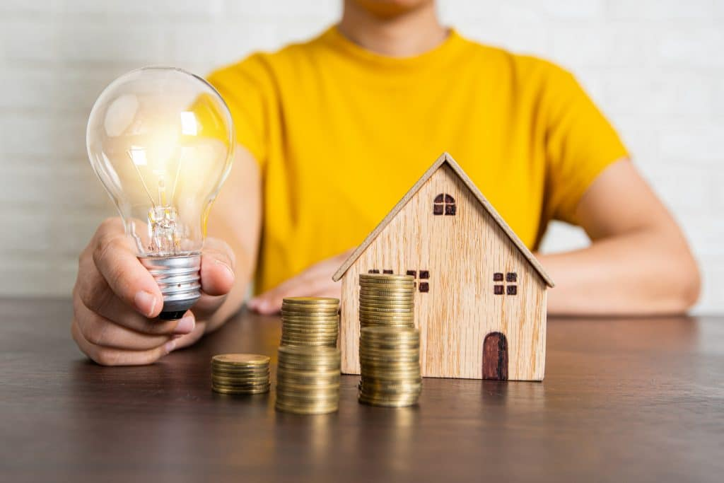 lightbulb and money| 4 things every real estate investor needs to know to be successful