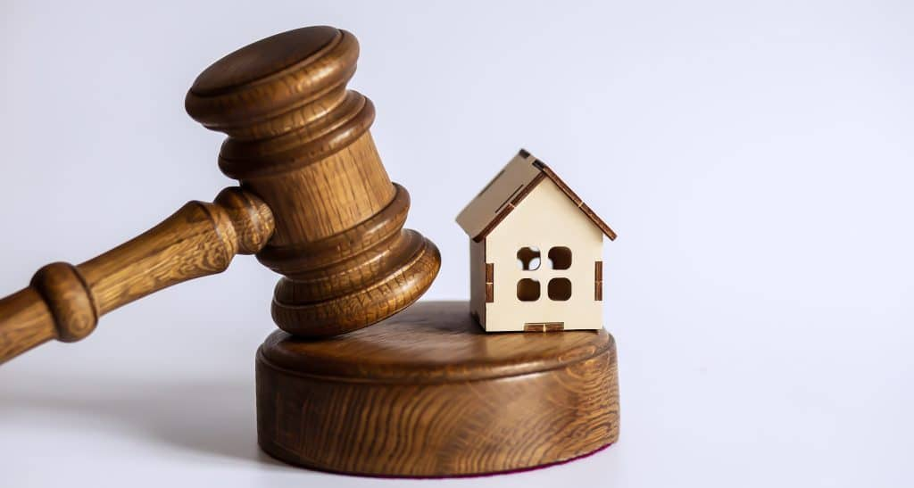 gavel from auction| What to expect at your first auction